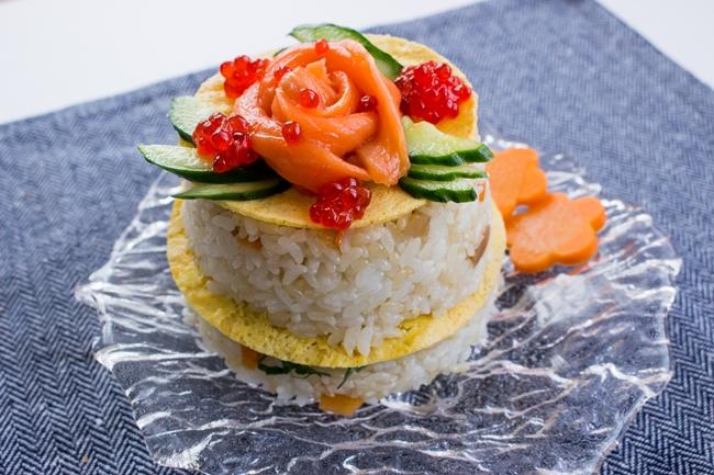 キュウリのいろどりをちらし寿司にそえて